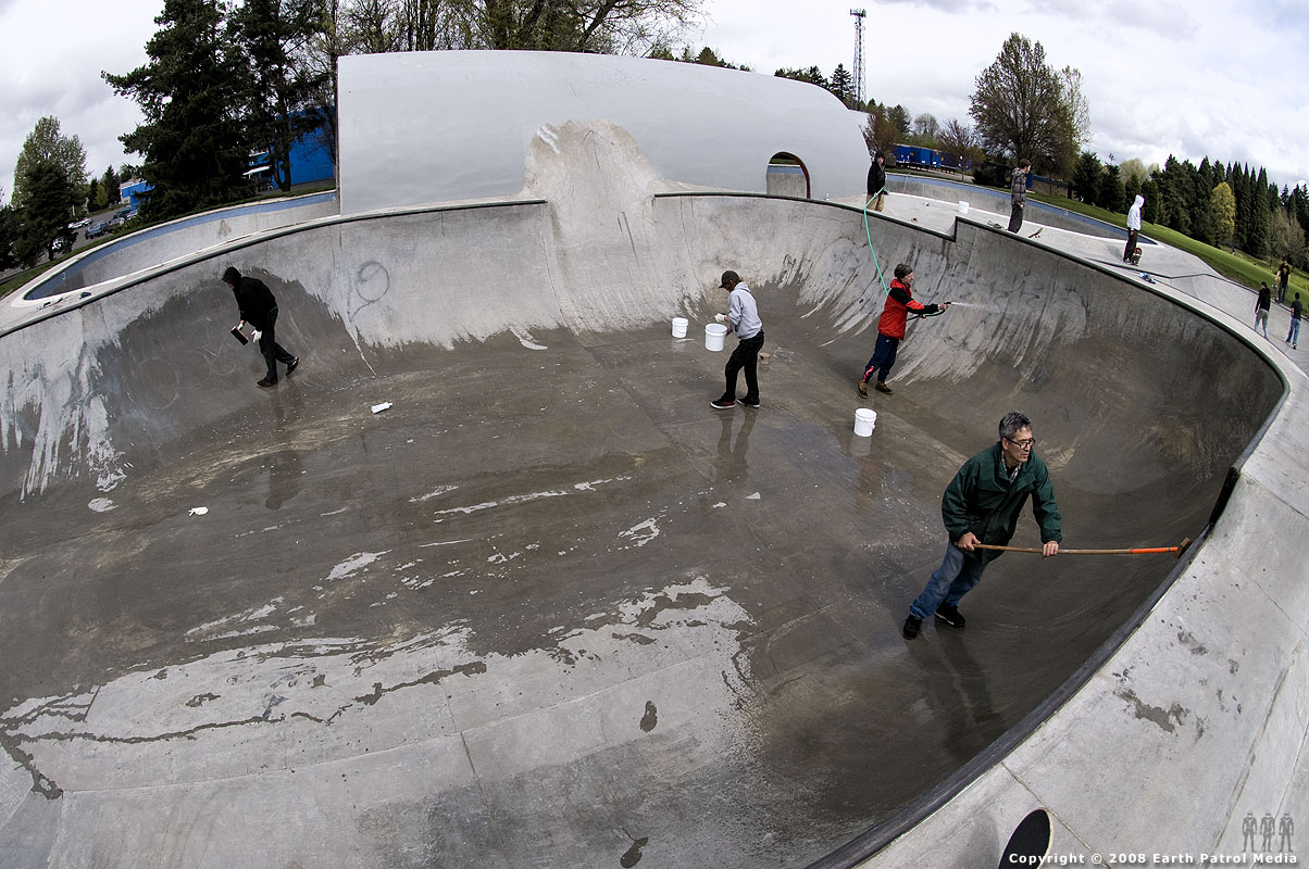 Scrubbing session in the mid-bowl @ Pier Park