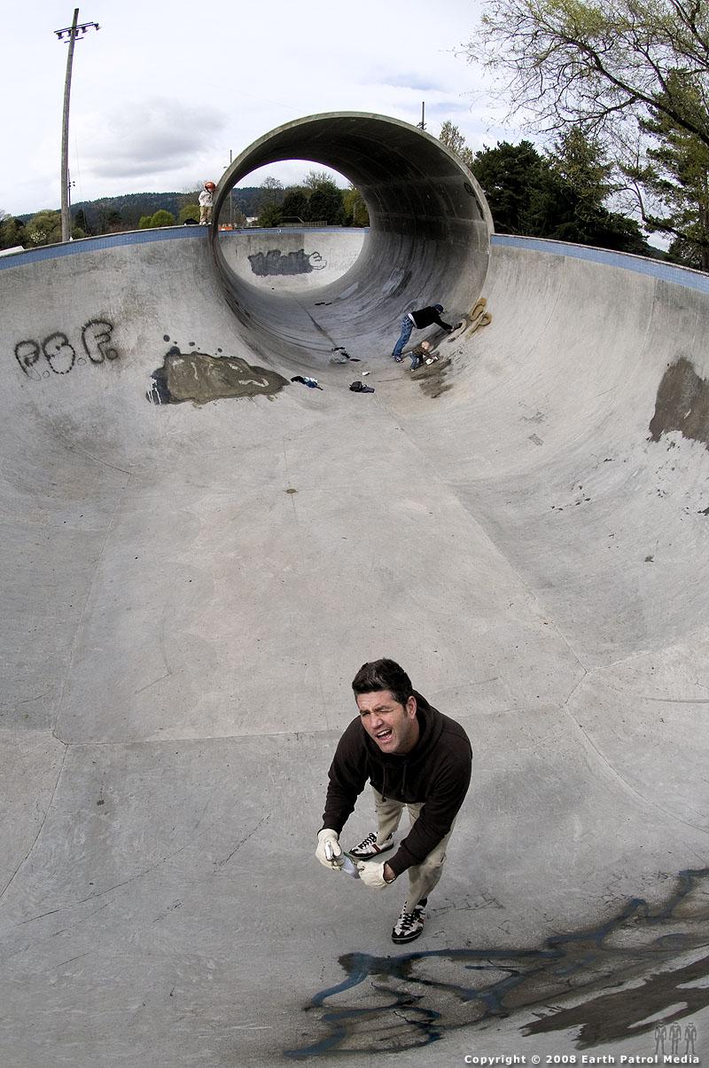 Grover - Scrubbing a tag @ Pier Park
