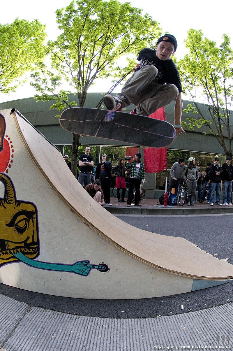 Donovan - Finger Flip @ Cal Skate