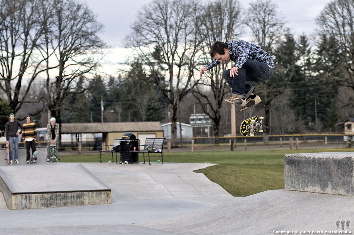 Kyle - Kick Flip Ollie Hip @ Battle Ground