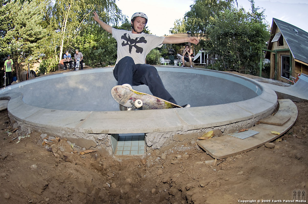 Johnny - FS Smith over Deathbox @ MC's Bowl