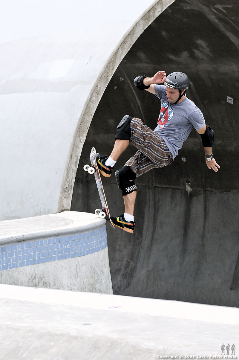 Andy Macdonald - Frontside Blunt on the Hip @ Pier Park