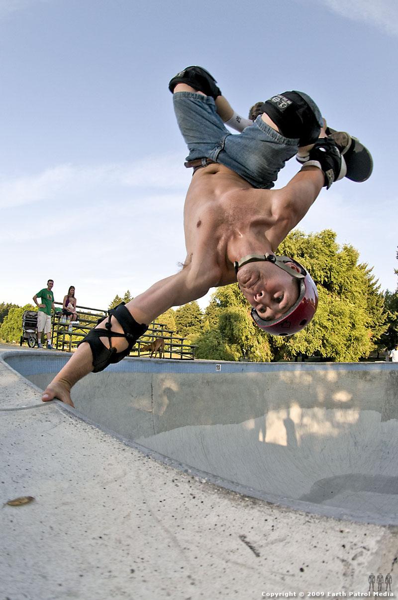 Jeff Taylor - Tuck Knee Invert @ Pier Park