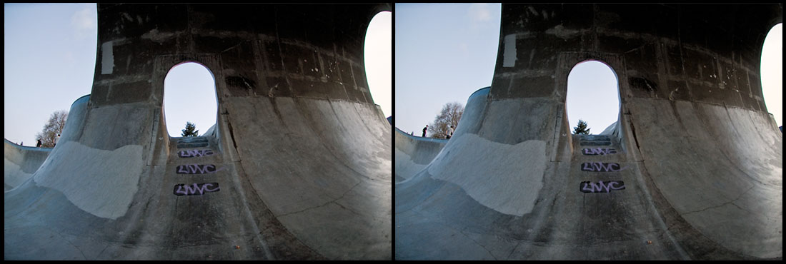 Pipe, Hip and Door @ Pier Park - 3D Cross-Eyed Stereo Pair