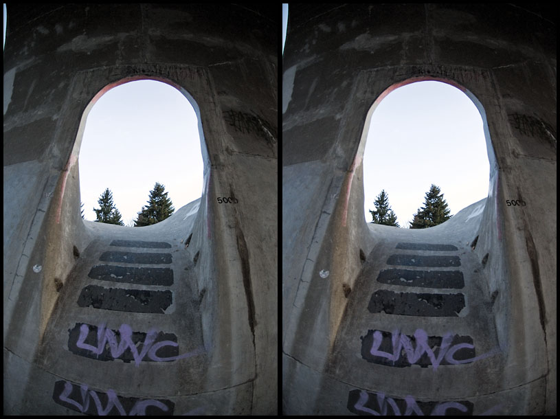 Pipe to Door @ Pier Park - 3D Cross-Eyed Stereo Pair