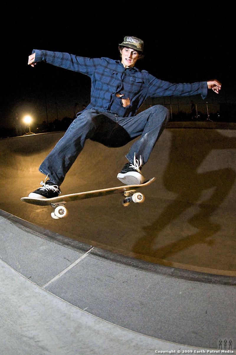 Ryan Lutz - FS Tail @ Walla Walla