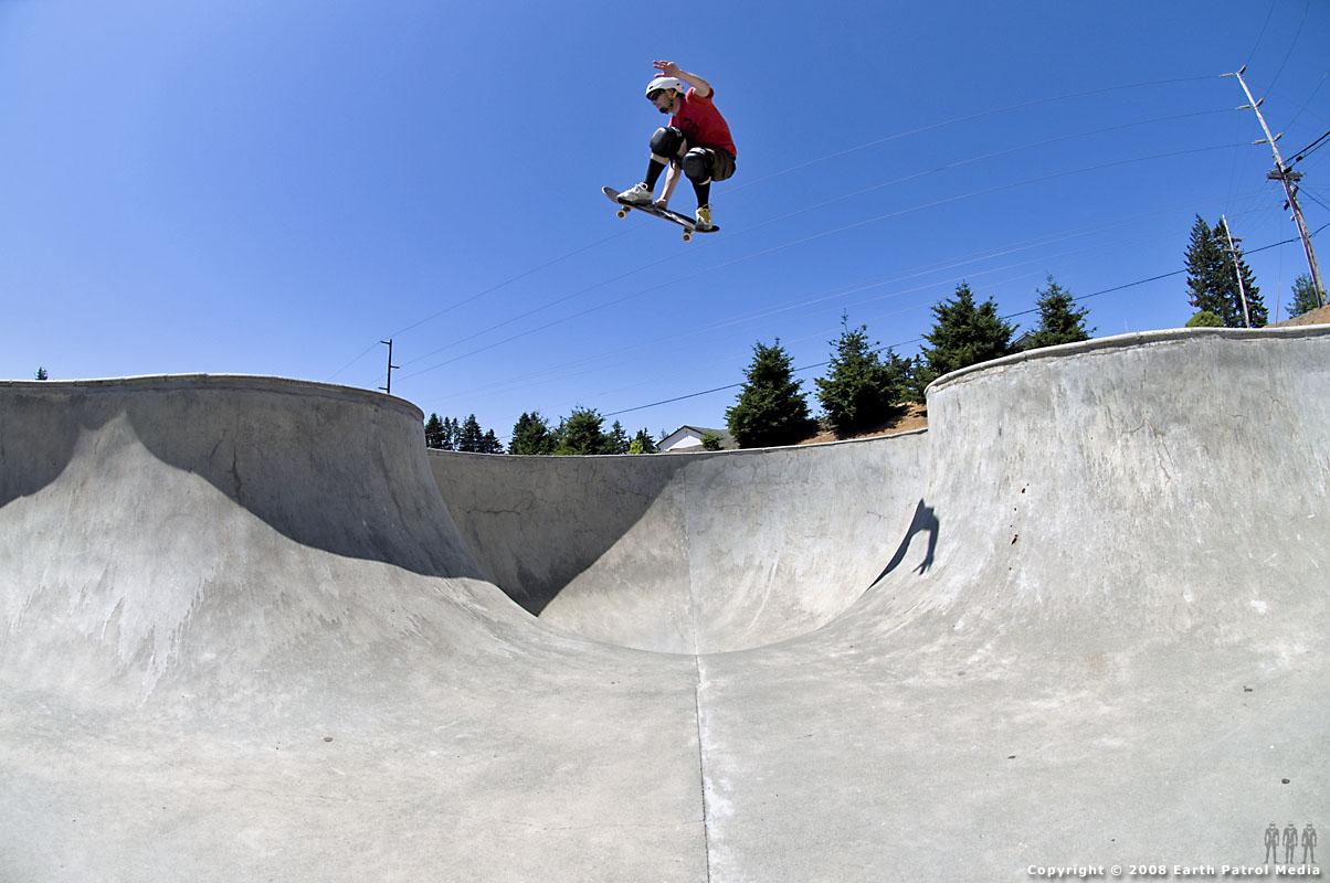 Shawn Reinert - Full frame Monday Cover shot @ Brookings