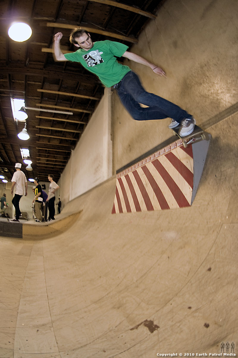 Rocco Caravelli - Nolder Grind on to Bank @ D.o.S.