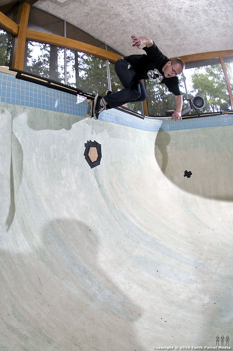 Marek Litinsky - BS Grind over Light @ Bamboo Bowl