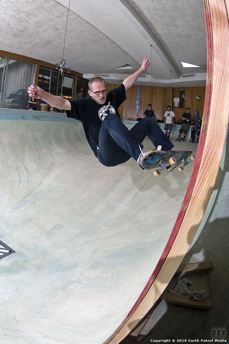 Marek Litinsky - FS Ollie @ Bamboo Bowl