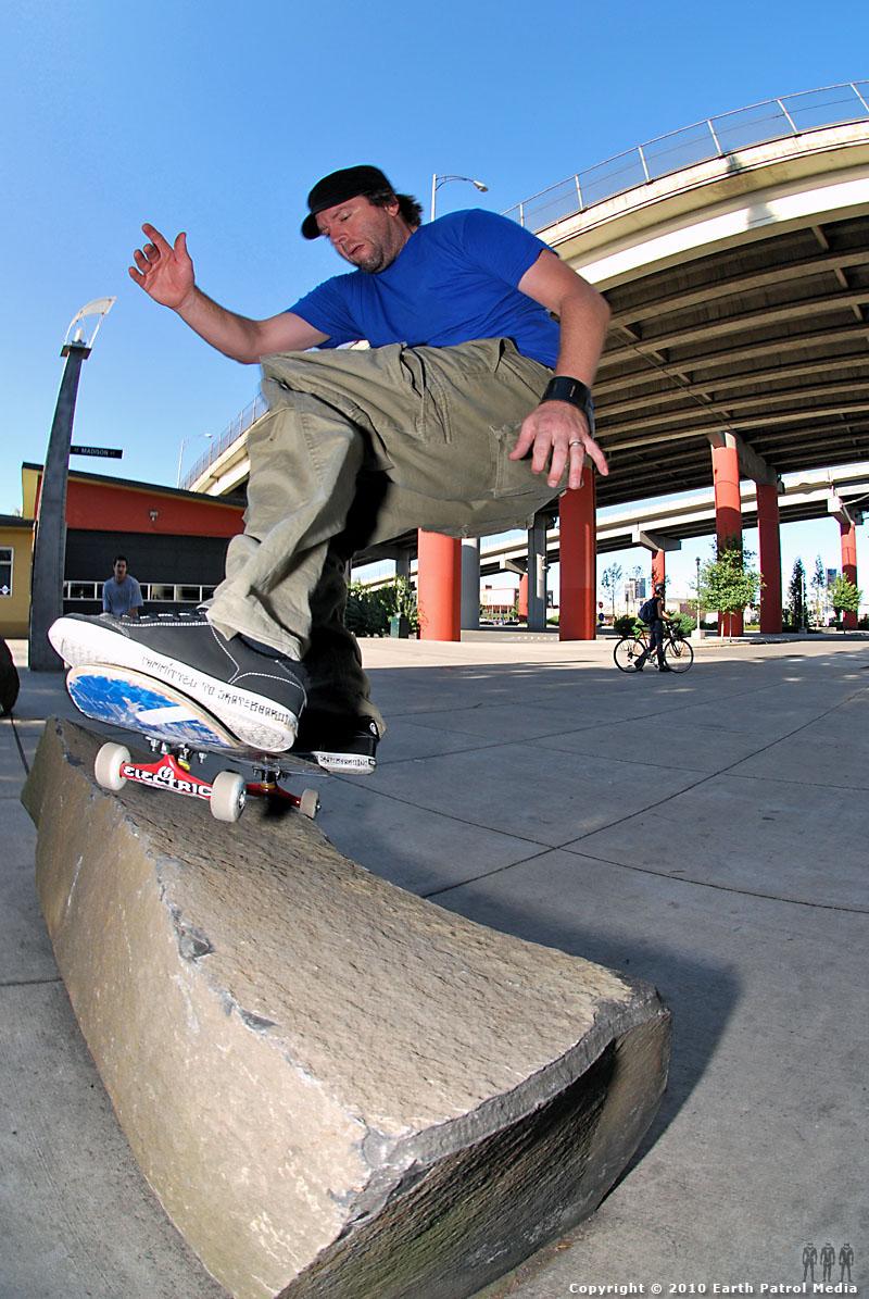 Chip Treadwell - Nose Pivot @ Hawthorne Bridge