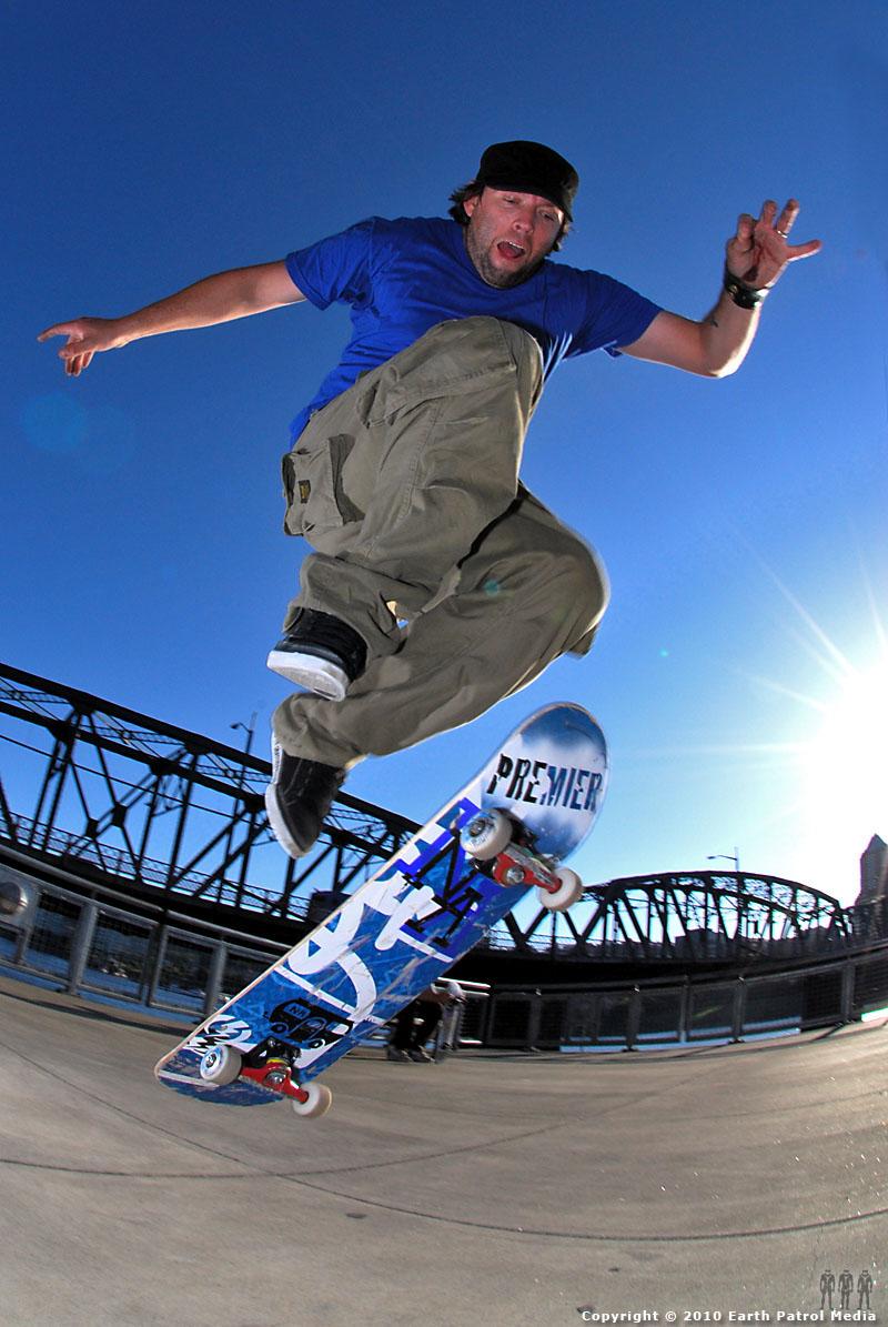 Chip Treadwell - Ollie Spin @ Hawthorne Bridge