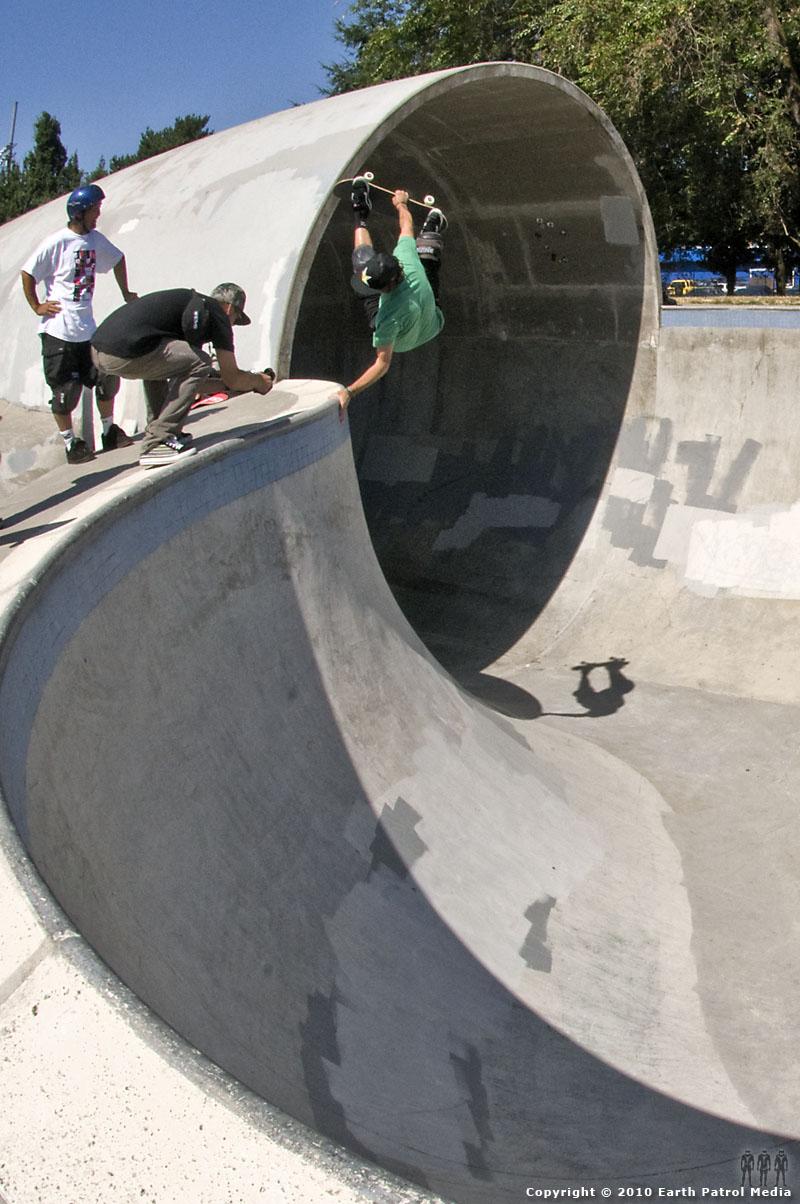 Bucky Lasek - FS Invert on the Hip @ Pier Park