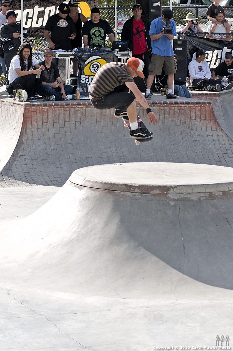 Jeff Taylor - Ollie Tail Grab over Volcano @ Tigard