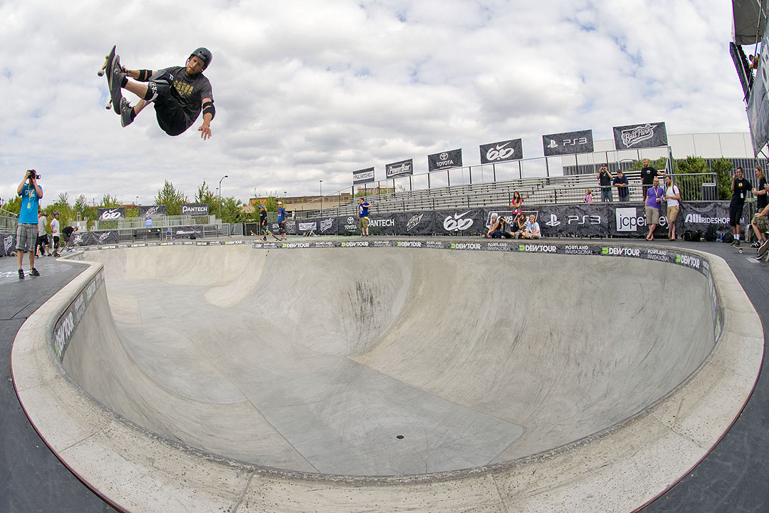 Chris Miller - Frontside Air into Pocket @ Dew Tour Portland